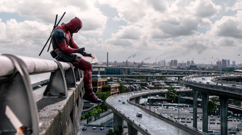 still-of-ryan-reynolds-in-deadpool-_2016_-large-picture